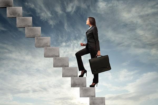 вверх по карьерной лестнице