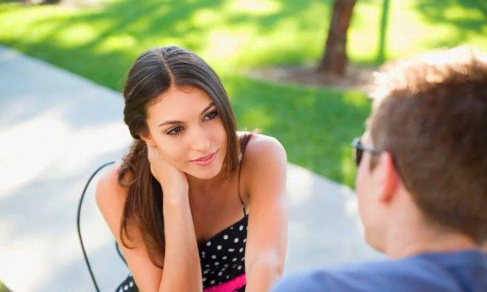 Красивая девушка нравится парню