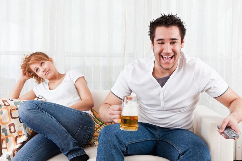 раздражает муж своим поведением